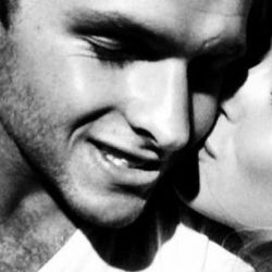 Amelia Spencer junto a su futuro marido Greg Mallet