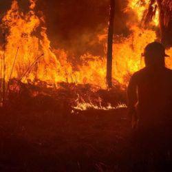 Los incendios entre las localidades de La Cumbre y Villa Giardino continúan activos.