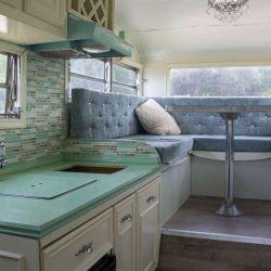 El interior cuenta con una decoración muy hogareña.
