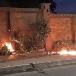 Bomba molotov en la quinta de Olivos.