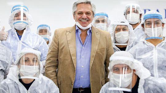 Alberto Fernández en visita a la empresa Barack Mercosul.