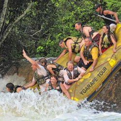 Divertida travesía por ríos selváticos a bordo de inflables.
