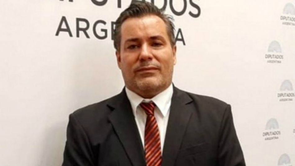 Juan Emilio Ameri, el diputado salteño suspendido por una escena sexual en plena sesión.