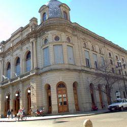 """El Teatro Municipal, conocido como el """"Pequeño Colón"""", es uno de los teatros líricos más importantes de la Argentina."""
