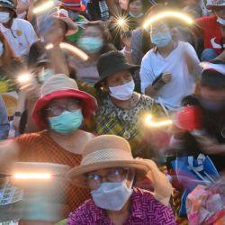 Los manifestantes antigubernamentales participan en una manifestación a favor de la democracia frente al parlamento de Tailandia en Bangkok, mientras los activistas se reunieron para exigir una nueva constitución. | Foto:Mladen Antonov / AFP