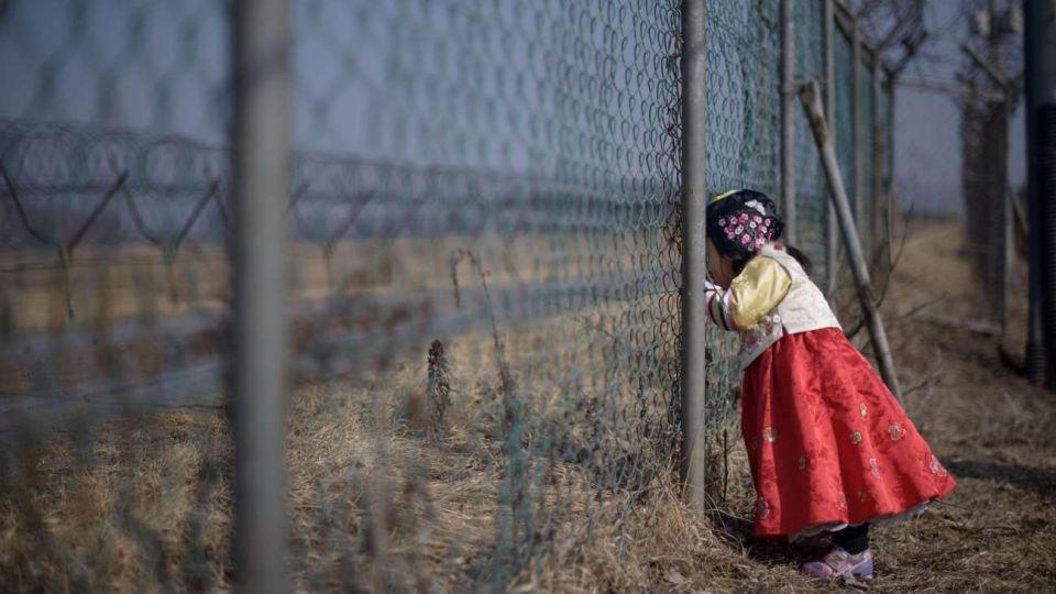 Una niña en un campo de trabajo. El 40 por ciento de la población sufre inseguridad alimentaria.