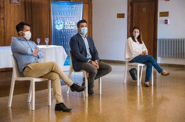 ANUNCIO. Facundo Torres en la semana en Alta Gracia, el ministro encabezó el diálogo con los intendentes para anunciar las restricciones.