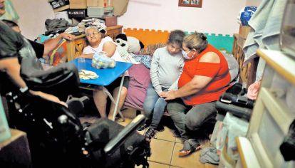 EN PELIGRO. Las condiciones de hacinamiento o espacios reducidos perjudican a los adultos mayores que viven acompañados de hijos y nietos.
