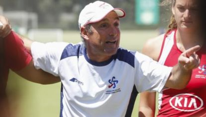 Cachito Vigil es director técnico del seleccionado de hockey de Chile.