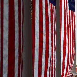 El presidente de Estados Unidos, Donald Trump, y la jueza Amy Coney Barrett llegan al jardín de rosas de la Casa Blanca en Washington, DC. - Trump nominó a Barrett a la Corte Suprema de Estados Unidos. | Foto:Olivier Douliery / AFP