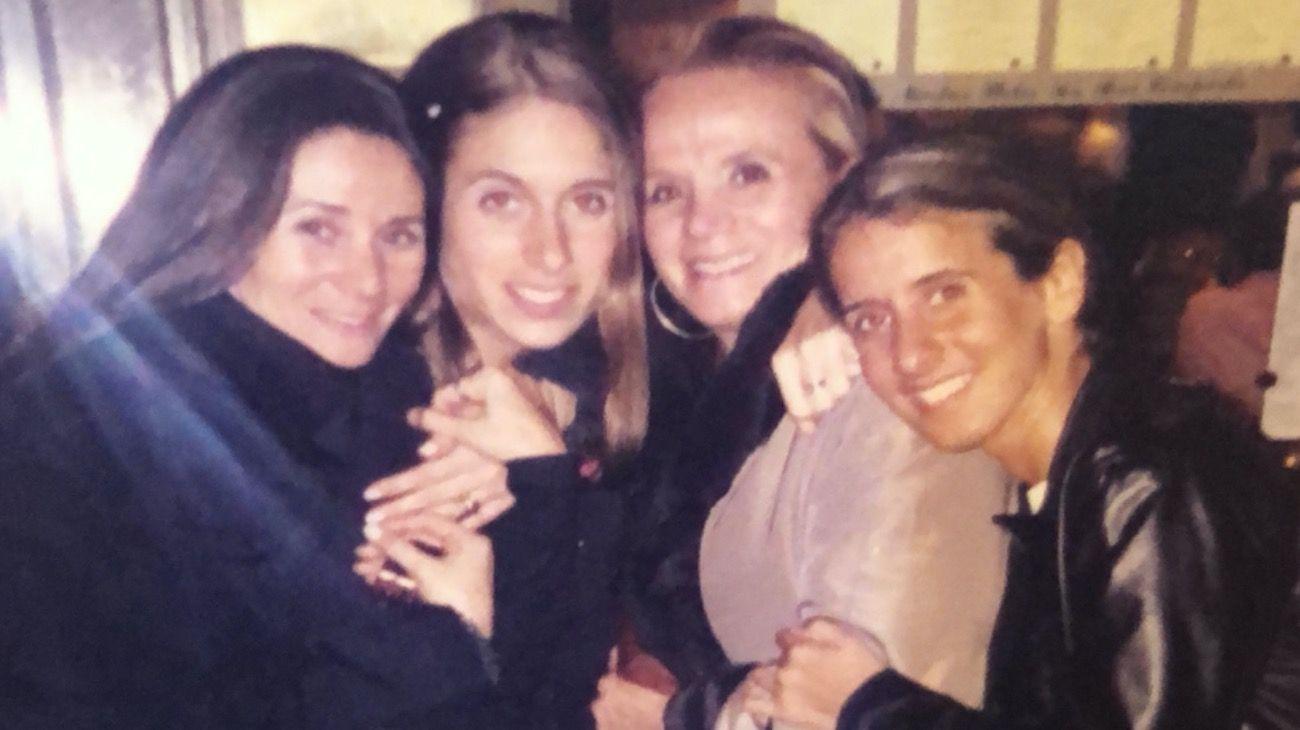 """Elsa Serrano y sus hijas Roxy, Soledad y Belén, cena """"solo de mujeres"""" en Buenos Aires."""