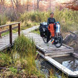 Extensas pasarelas de madera nos introdujeron en el bosque, invitándonos a descubrir más de 20 pozos termales.