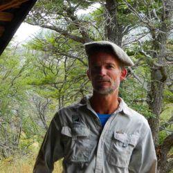 Guido Vittone es guía de montaña, vive en la ciudad de Los Antiguos y desde hace varios años se dedica a la actividad del senderismo y exploración.