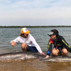 Pesca de grandes dorados y surubíes en el río Paraná