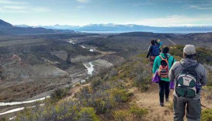 Los residentes, en su mayoría mujeres mayores de 40 años, se han sumado a las caminatas de Vittone por los senderos que previamente se ha dedicado a relevar.