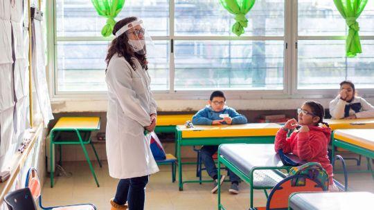 Uruguay implementó el retorno gradual a las clases presenciales hace un mes.