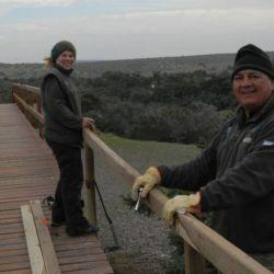 Buscan  educar y concientizar a los visitantes y poner en práctica políticas de conservación de la flora y fauna local.