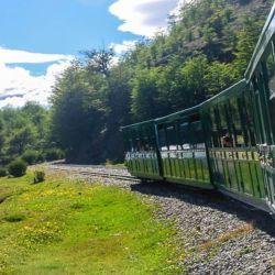 El parque también se puede recorrer a bordo del legendario Tren del Fin del Mundo.