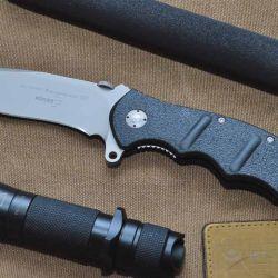 Plegable Böker modelo Kalashnikov 101, un ideal compañero de aventuras y un eficiente elemento táctico.