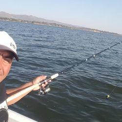 Pescamos pejerreyes en el dique cordobés Los Molinos.