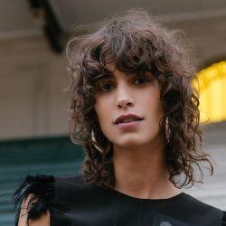 Mica Argañaraz, una de las protagonistas de VISA Bafweek lleva el flequillo de la temporada