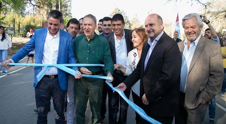 TENSIÓN. Schiaretti en 2019 con Salibi, Romero, Canto y Bustos, los intendentes de Sierras Chicas.