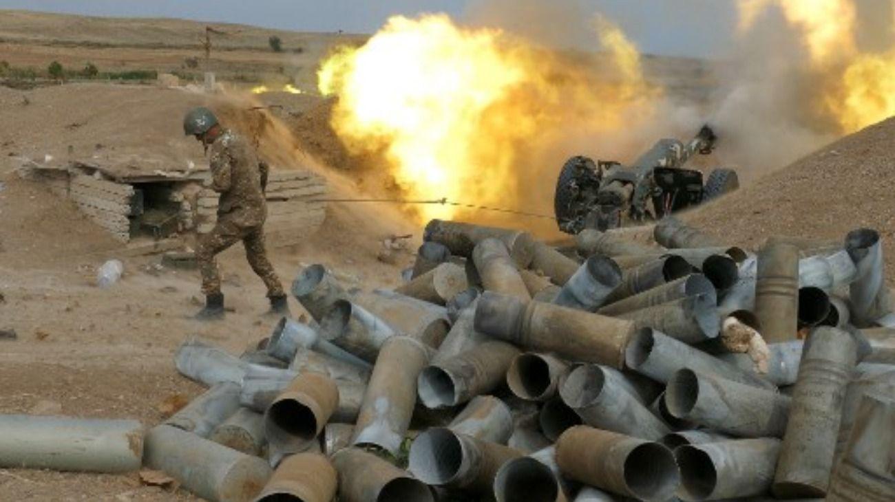 Los enfrentamientos entre las fuerzas separatistas armenias de Nagorno Karabaj -apoyadas por Armenia- y el Ejército azerbaiyano, que tiene el apoyo de Turquía.