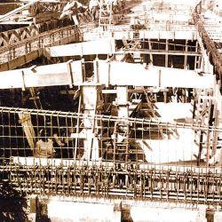 La construcción con cemento era rápida, fácil y demandaba personal poco capacitado en navíos. Derecha: uno de los barcos fabricados en el Ministerio de Obras Públicas, en 1919.