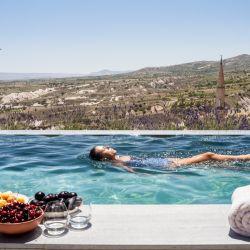 La infinity pool, con vista a la ciudad, es ideal para saborear un desayuno diferente.