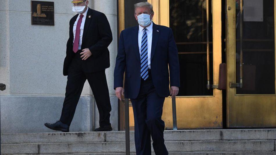 Trump saliendo del hospital 20201005