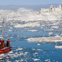 La idea es esparcir perlas de vidrio blancas huecas sobre el hielo en lugares estratégicos del Ártico.