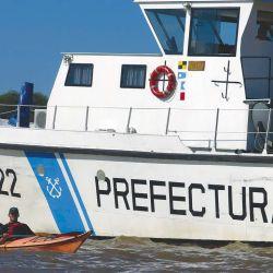 En todo el recorrido encontraremos presencia de la Prefectura, que brinda ayuda y seguridad en el agua.