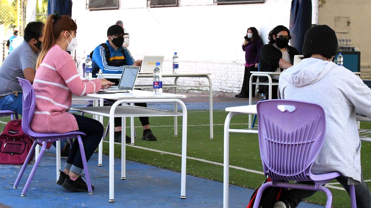 Alumnos porteños vuelven a clases en Parque Patricios