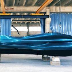 Esta innovadora lancha tiene una eslora de 6,5 metros y una manga de 2,5 metros de ancho.