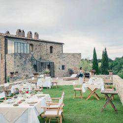 Castello di Vicarello propone buscar trufas en la zona con un experto cazador.