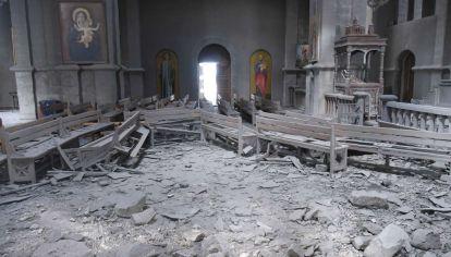 Las bombas destruyeron gran parte de la histórica catedral armenia.