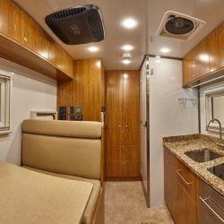 El interior se puede configurar para dar lugar hasta a 6 personas.