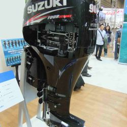 Cómo funciona el nuevo sistema de recolección de microplásticos de los motores náuticos fuera de borda Suzuki.