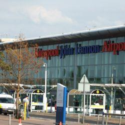 Por el aeropuerto Liverpool John Lennon transitan más de 5.00.000 de personas por año.