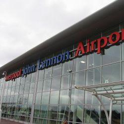 En 2001, las autoridades locales decidieron rebautizar al aeropuerto de Liverpool con el nombre del ex Beatle.aueron 01, El Aeropuerto de LiveE
