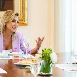 Fabiola Yañez apuesta por el lila