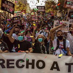España, Barcelona: Los empleados del negocio de vida nocturna de Barcelona participan en una marcha por su derecho al trabajo en medio del cierre de sus negocios debido a la pandemia de coronavirus en curso.   Foto:Matthias Oesterle / ZUMA Wire / DPA
