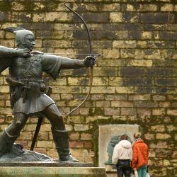 La estatua de bronce de Robin Hood está en la foto, en el centro de Nottingham, en el centro de Inglaterra.   Foto:Oli Scarff / AFP