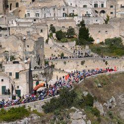 Italia, Matera: el pelotón de ciclistas recorre la ruta de la carrera durante la séptima etapa de la carrera ciclista Giro d'Italia 2020, a 143 km de Matera a Brindisi.   Foto:Marco Alpozzi / LaPresse vía ZUMA Press / DPA