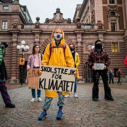 La activista climática sueca Greta Thunberg protesta con su cartel que dice  | Foto:Jonathan Nackstrand / AFP