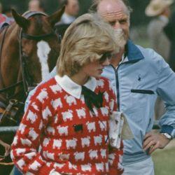 Lady Di: reeditan sus sweaters favoritos