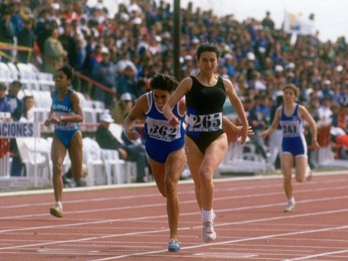 En sus épocas de atleta, ganando el Sudaméricano en 1994.