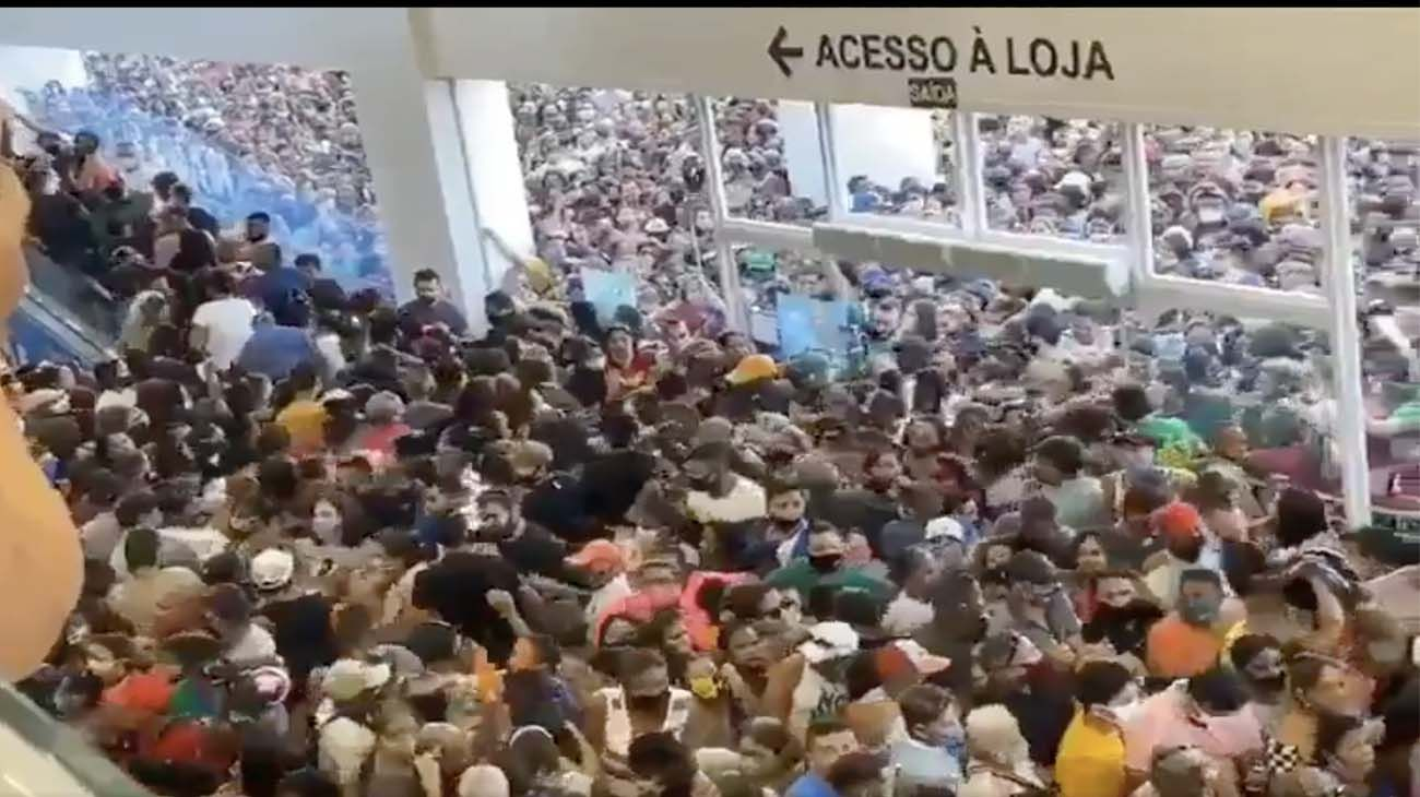 Polémica en Brasil por impresionante avalancha de gente sin barbijo en un shopping