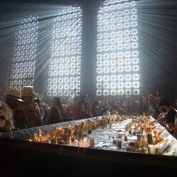 Brasil: la gente reza en la sala de velas de la Basílica de Nuestra Señora de Aparecida, en la fiesta de Nossa Senhora Aparecida, la patrona de Brasil. Las misas festivas tuvieron que ser celebradas por un pequeño número de personas debido a la pandemia de Coronavirus. | Foto:Fernando Souza / DPA