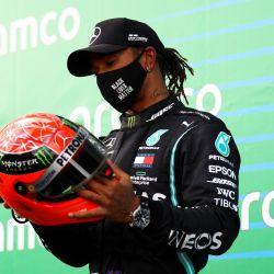 Lewis Hamilton recibió el casco de Michael Schumacher